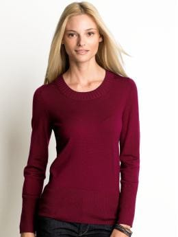 Women: Merino wool scoopneck sweater - Berry