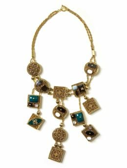 Women: Locket bib necklace - Gold