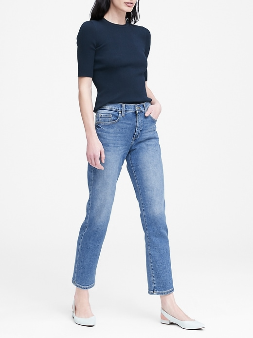 Mid-Rise Relaxed Straight Ankle Jean